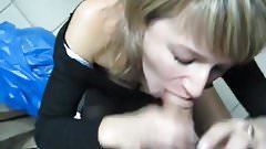 Amateur milf blow cock in office trashroom