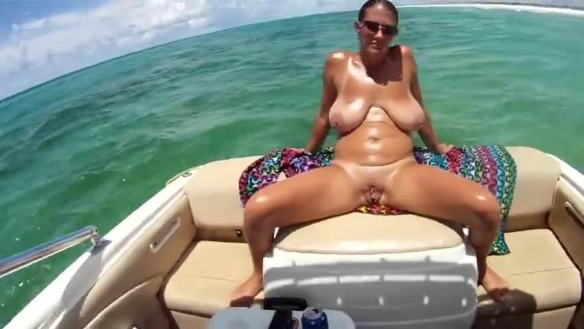Amateur couple in sex video