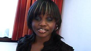 call-girl black en collant baise avec un representant