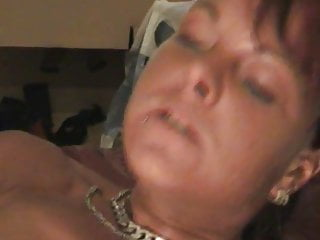 Amateur wife pumps her pussy and uses a huge toy