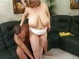 vieille salope aux gros seins