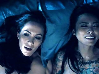 Kate Siegel, Levy Tran & Victoria Pedretti naked love scenes