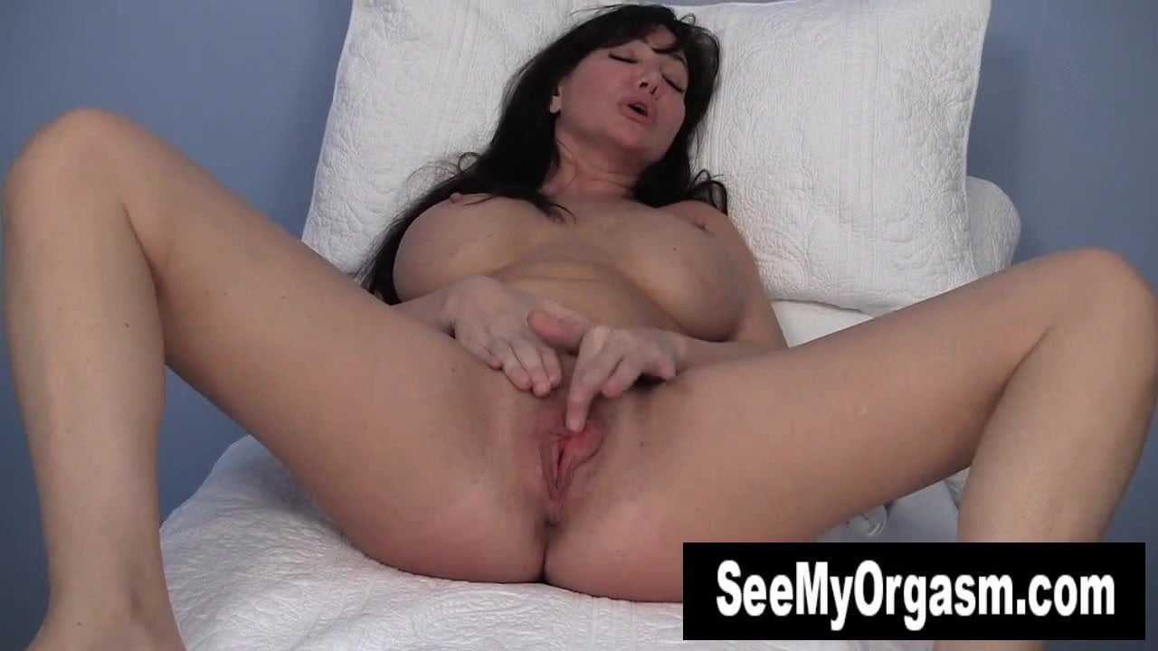 Busty MILF Leah Masturbating