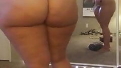 Sexy arab BBW Oiling up her Hot Body