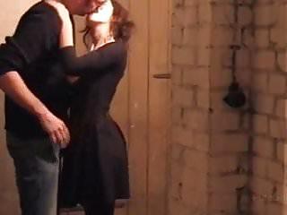 Quand le voisin s'amuse avec ta femme dans les caves