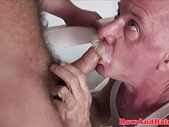 Young bear barebacks daddy with creamed cock