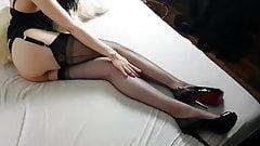 STOCKING NYLON FANTASY - LONG HOT LEGS IN BLACK NYLONS