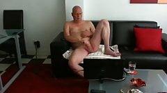 Mature exhibitionist wanking and cumming
