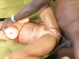 BBC Mandingo satisfies a very horny white freak.