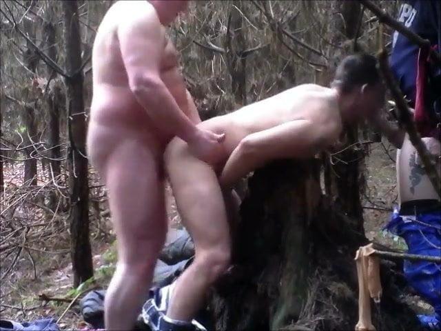 вид заставил скрытый трах в лесу чуть