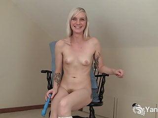 Yanks Blondie Ari Fucks Her New Vibe