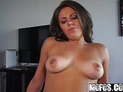 Mia Pearl - Gamer Chick Fucking on Cam - Latina Sex Tapes
