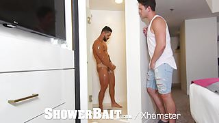 ShowerBait Str8 Arad Winwin shower fucked by Casey Jacks