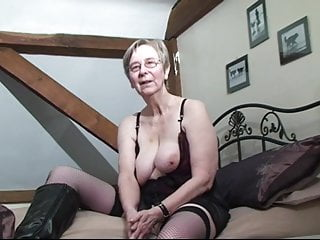 Download video bokep British granny Kim loves to fuck in the ass Mp4 terbaru