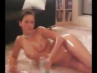 Kate oiling up