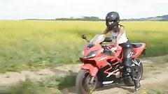 Domino en moto