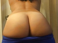Wife shaking her ass