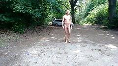 Nackt auf Parkplatz wichsen