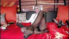 WM 522 Mature black Pantyhose Legs & Feet