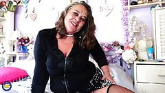 Mature mom wants cock like crazy