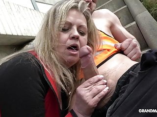 This old slut is so horny she sucks 2 construction worker