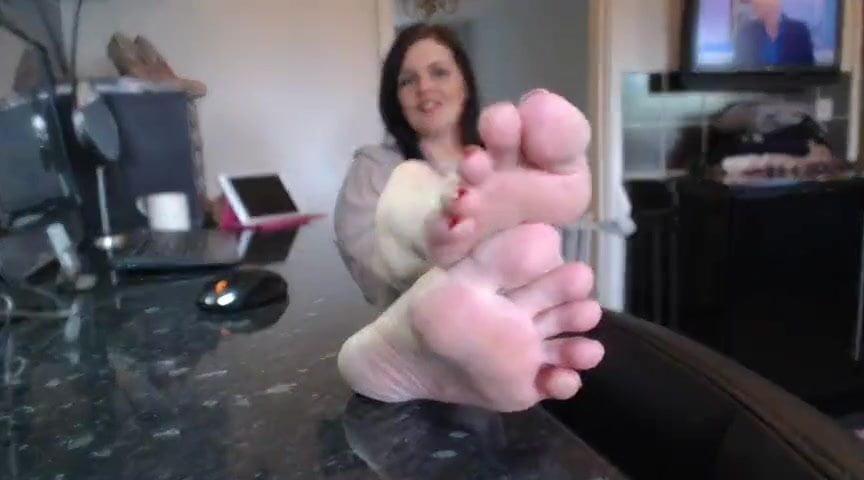 Mature foot soles & Big feet Female