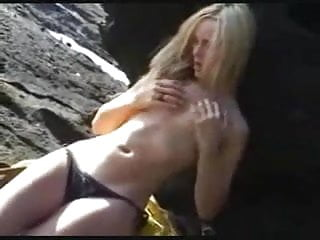 Sublime blonde doing outdoor masturbation
