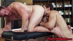 Hunky masseur ass banged by attractive young homosexual