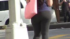 candids - thick booty tight yoga pants