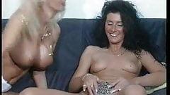 Petite lesbios sexo naked