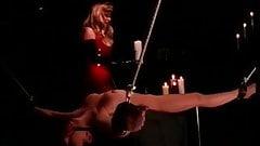 Sklavin ist gefesselt