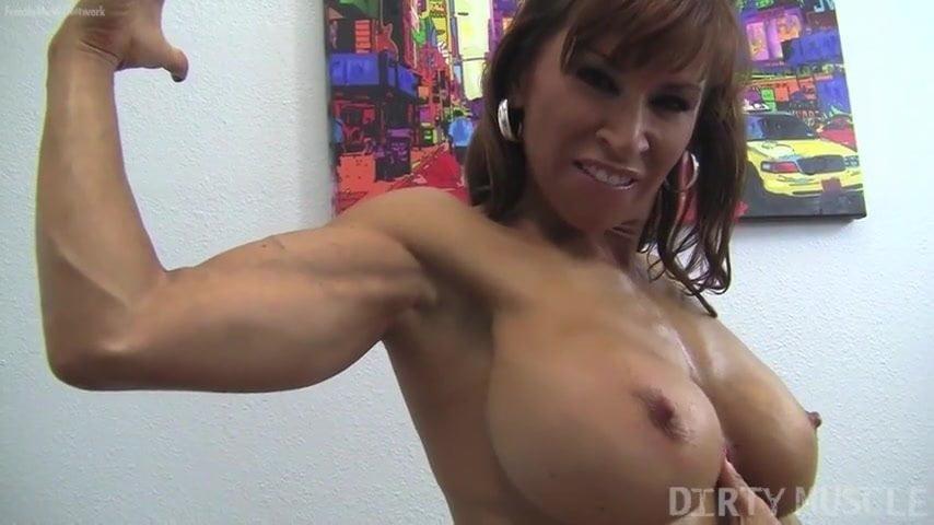 biceps-boob-gun-has-muscle-she-italian-girls-selfshot-porn