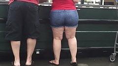 Rubia pawg milf en pantalones cortos de mezclilla pt1 - sincero