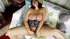 Chubby honey loves talking nasty & fucking her fat pussy