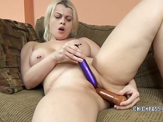 Busty MILF Nadia White uses two toys to make herself cum
