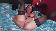 Wild mature mom with hungry holes