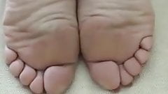 Relaxed mature feet