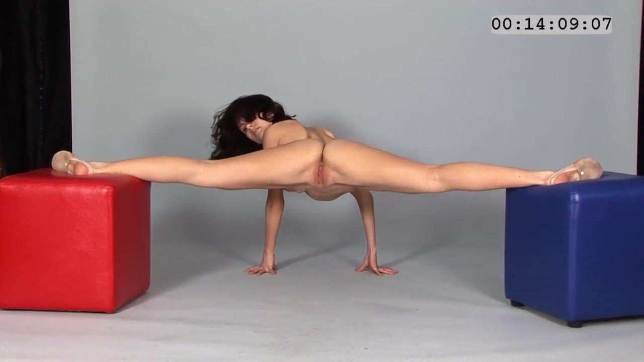 Stretching While Posing, Free Free Stretching Hd Porn 5A-6422