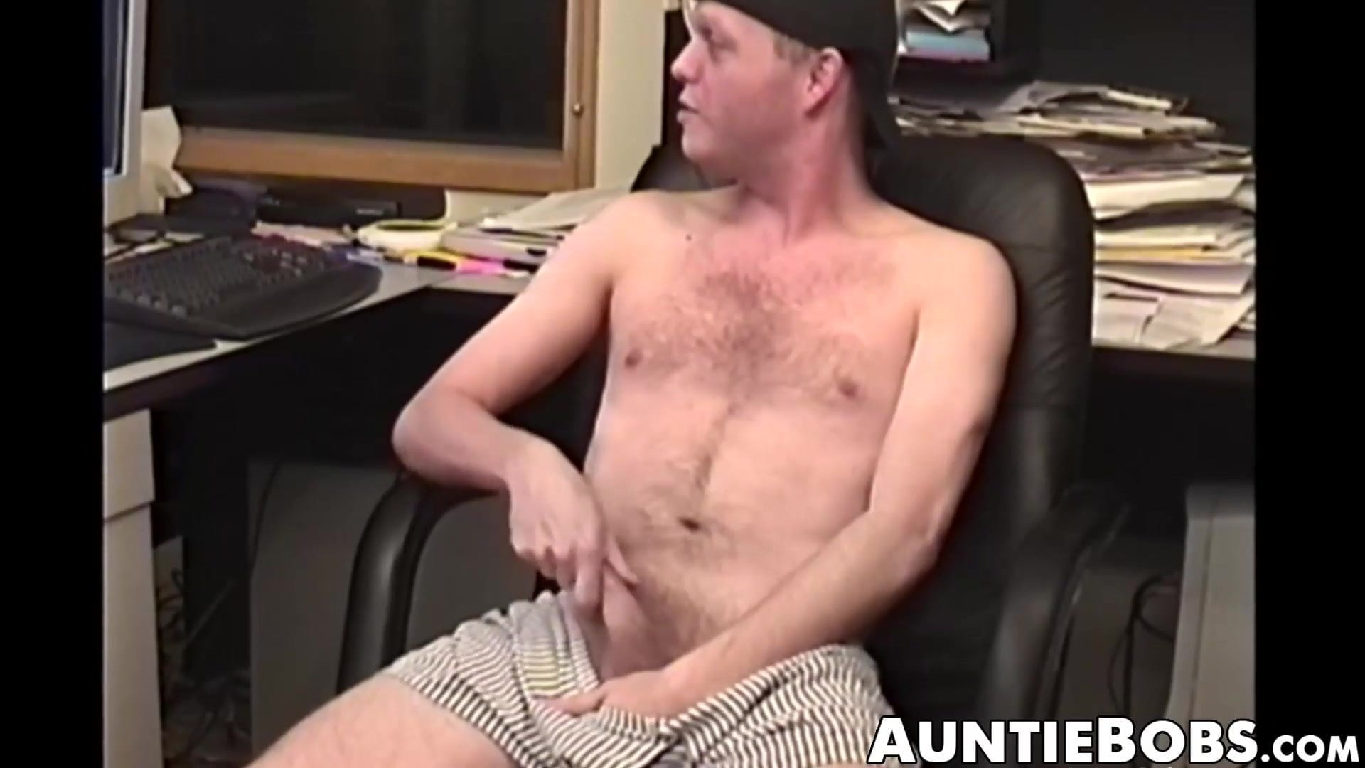 Skinny and bushy dude masturbates in a cool do-it-yourself video