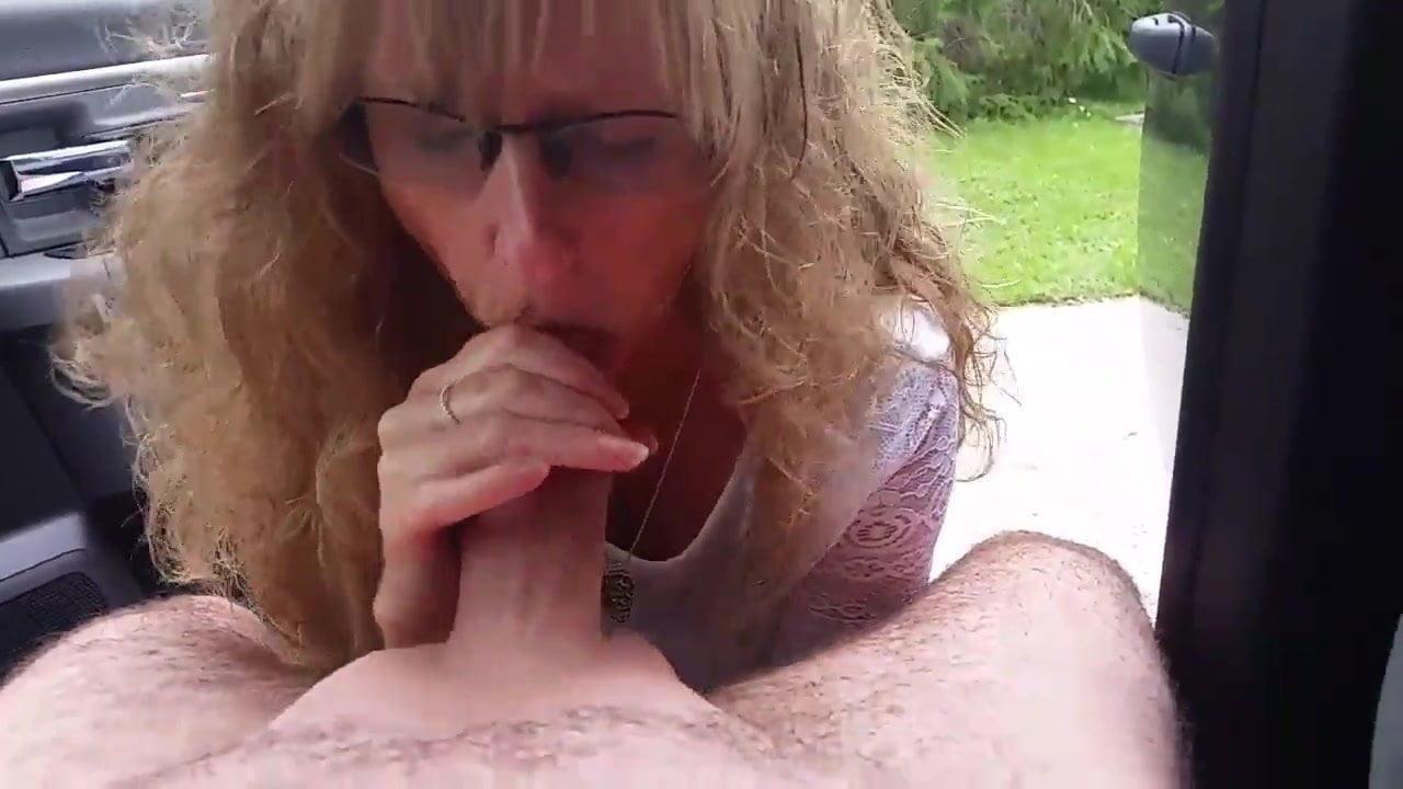 Brünette mit dicken titten