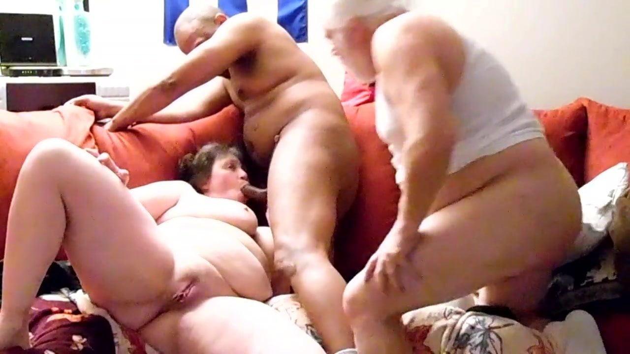 bbw-threesome-video-uploads-send-fuck-me-oral-sex-invitation