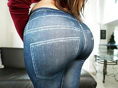 Amazing round ass Julianna Vega