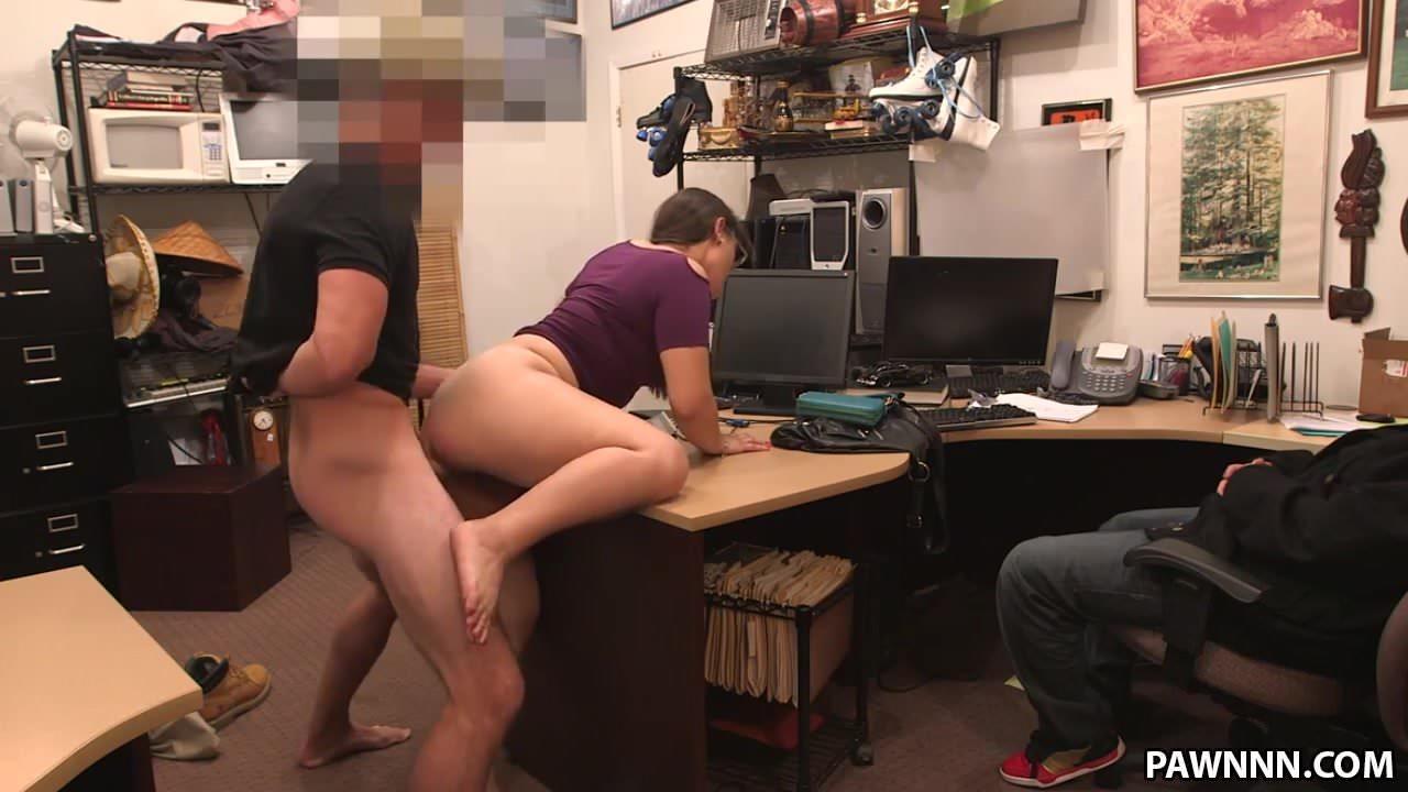Подглядывание за сексом в офисе