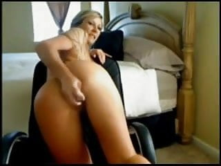Preview 5 of mamma tettona di un'amica si masturba in cam