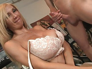 Hot MILF Evita gets her feet licked before sucking cock