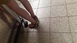 Geile Beine im Baumarkt  - hot legs in Hardware Store