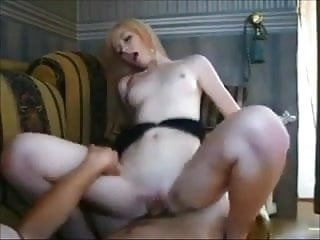 Amateur college babe gets fucked on real homemade