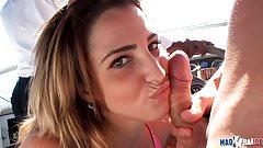 Medusa Chaude Espagnole suce a fond et se fait baiser en mer