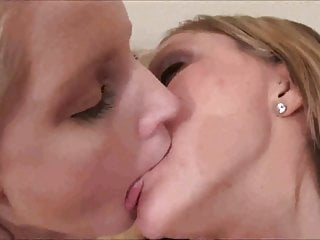 Horny Lesbian Makeout