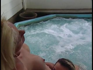 Girls eating out pussy in the tub